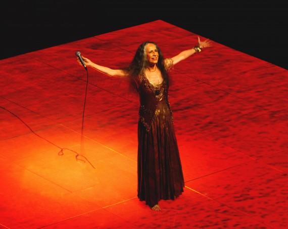 Maria Bethânia – Embrace and Thank Tour